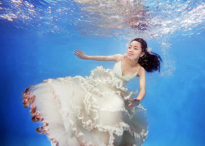 欧美水下女生壁纸