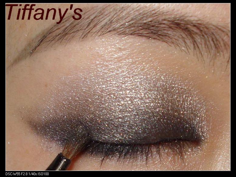 ysl干湿两用四色眼影12号盘画法2---光泽杠杠的渐层灰色眼妆 荧光粉唇
