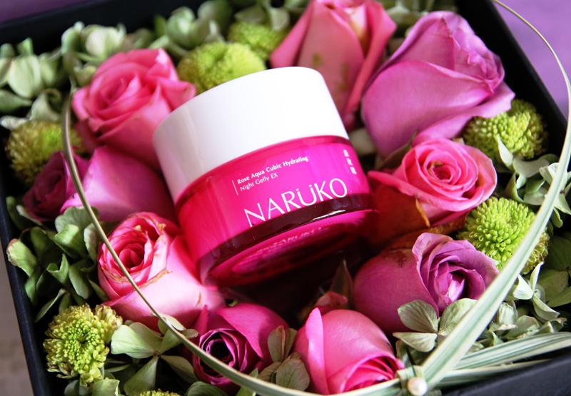 除了无敌水嫩丰润的保湿效果,一捧玫瑰花在手的花香味道,也让人无法