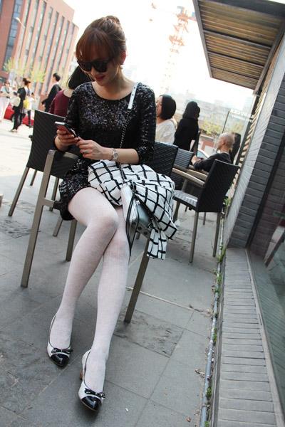 黑白坡跟街头鞋来自达芙妮