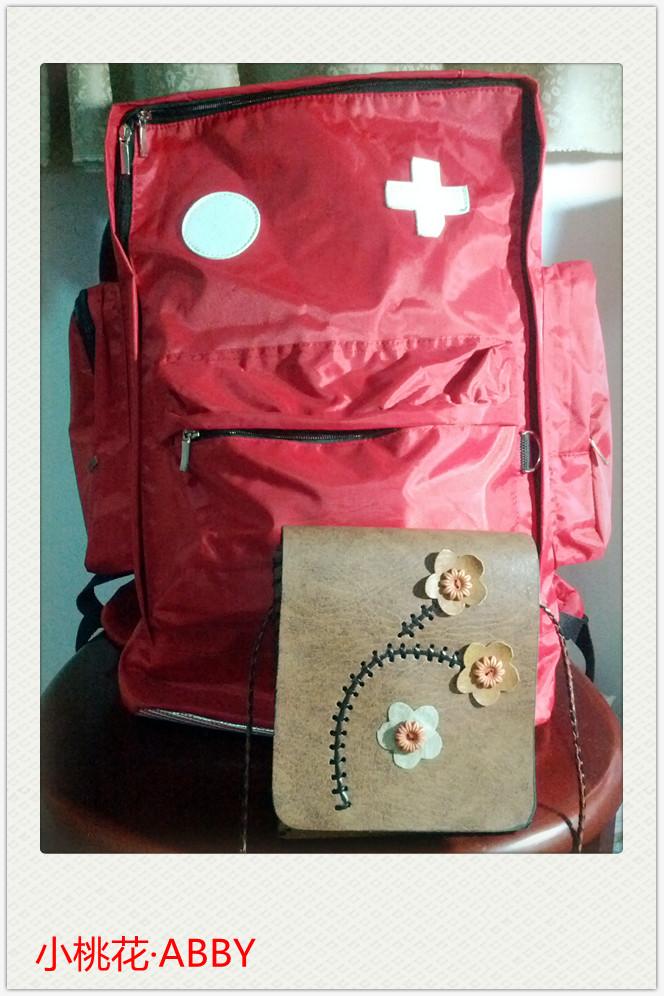 小包包是旅行必备的,轻便