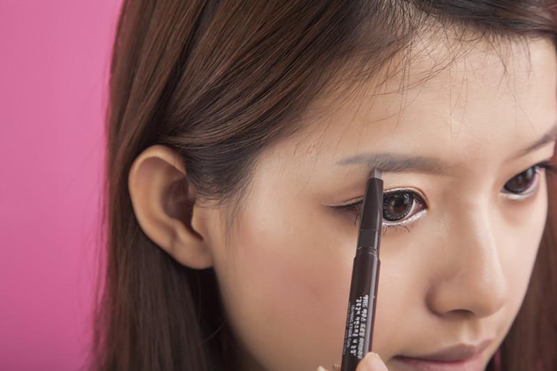 小优教学女生--韩国a教学女孩妆呐彩妆春有图片