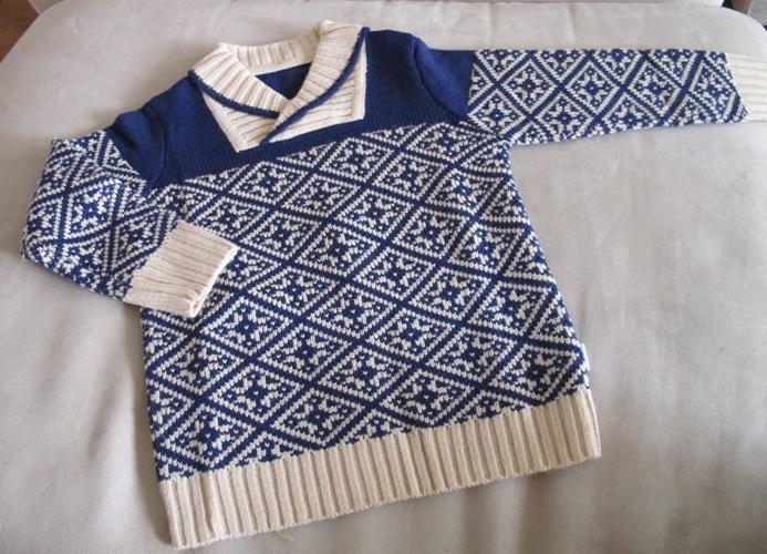 宝宝 行头/青果领的织花毛衣我很喜欢。还有颜色雅致的毛线背心。