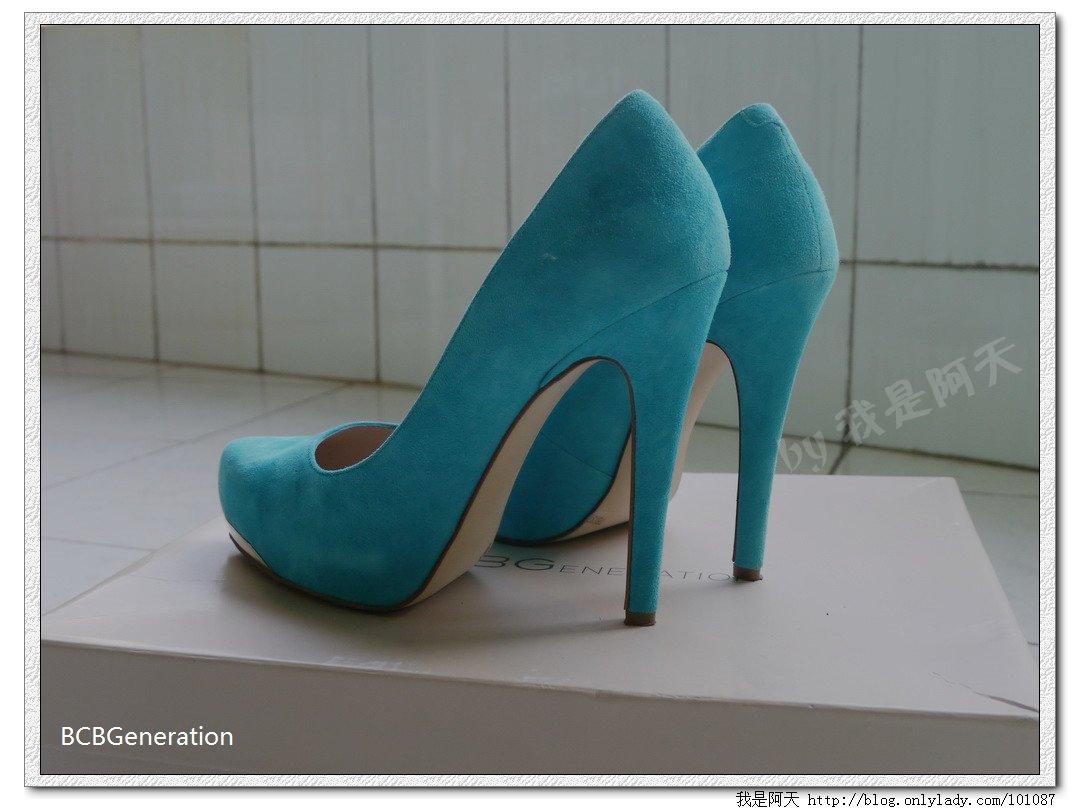 我算发现了,高跟鞋还是要平拍比较有感觉,俯拍完全看不出弧度之美