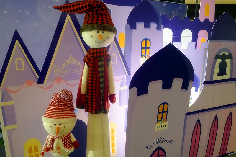 有爱的两个小雪人儿,梦幻的城堡