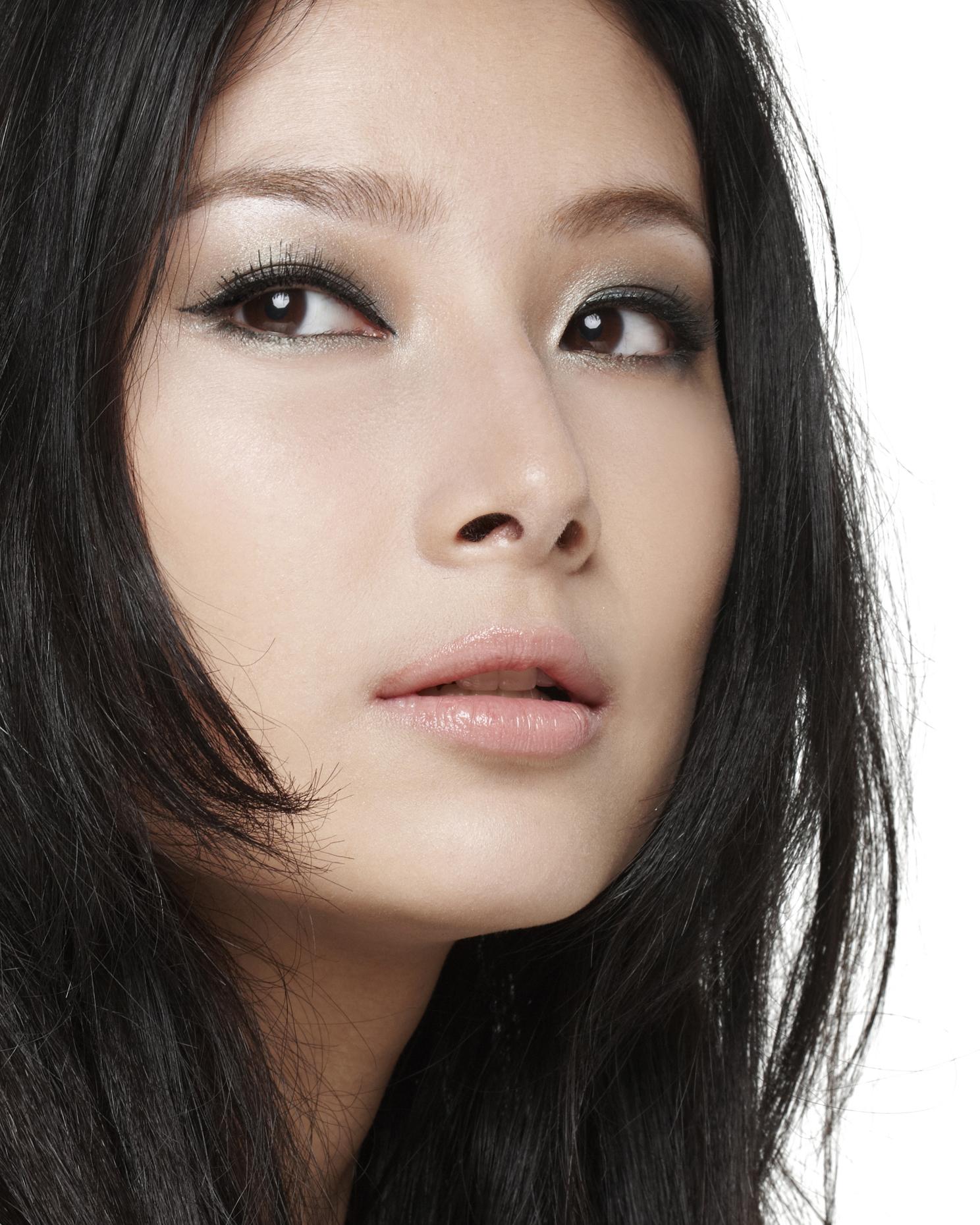 女孩 黑发/Q.黑发女孩的眉妆推荐(颜色、眉形、打造重点、适合使用的产品...