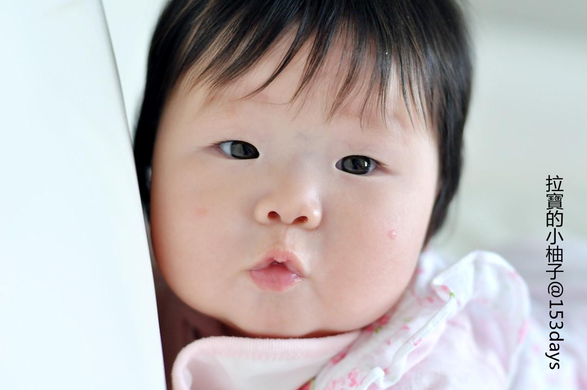随着头发越长越长,小柚子的脸蛋也越来越有女孩儿样了,刘海 嘟嘟嘴