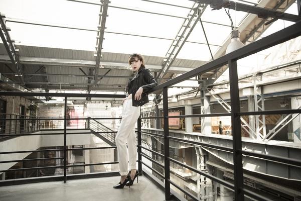 网易时尚全球博主大赛黑加白,干净利落最有型 - CC - Is Cc