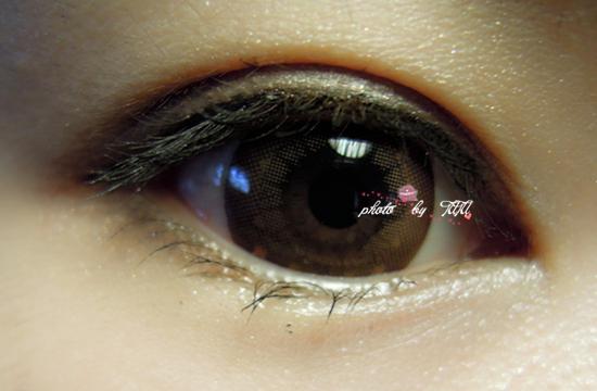 因为美瞳的花纹有小星星啊