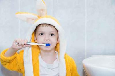 儿童如何正确使用含氟牙膏