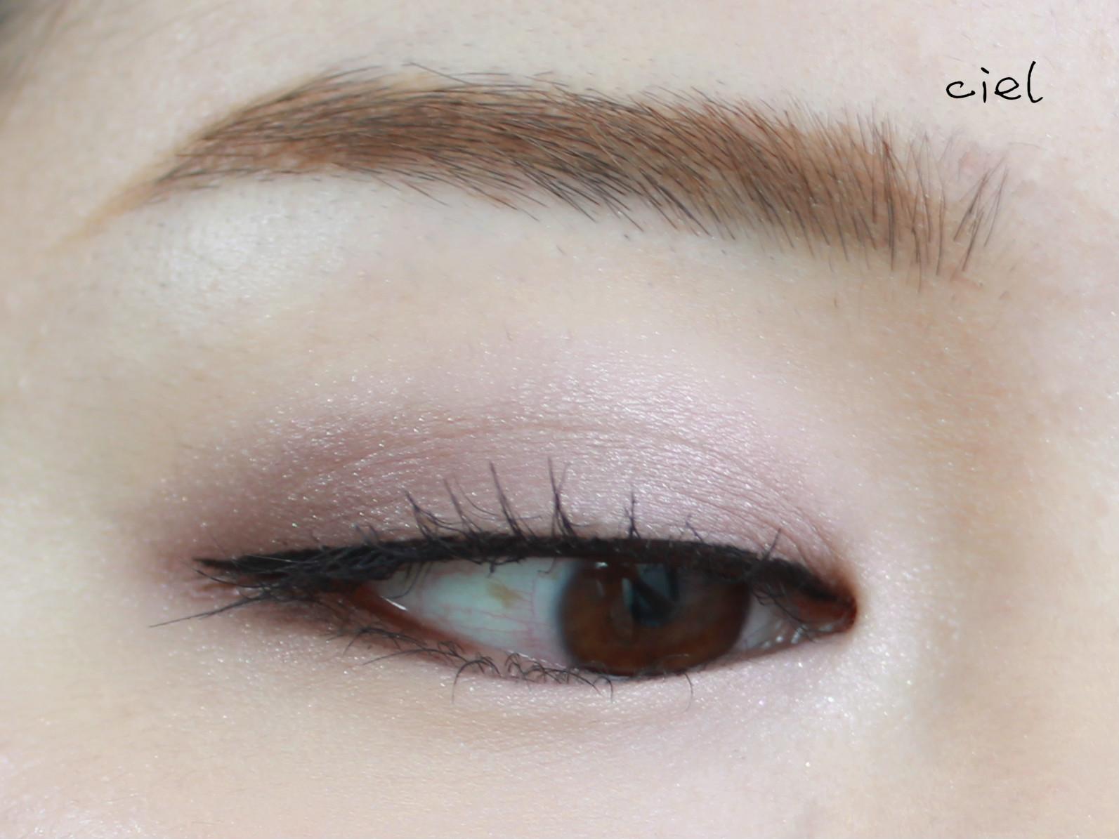 画法如图,日常简单 用到的产品有 lunasol巧克力盘03 美宝莲眼线笔黑