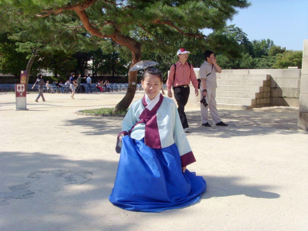贴几张yanyan穿韩服的照片哈哈可爱吧