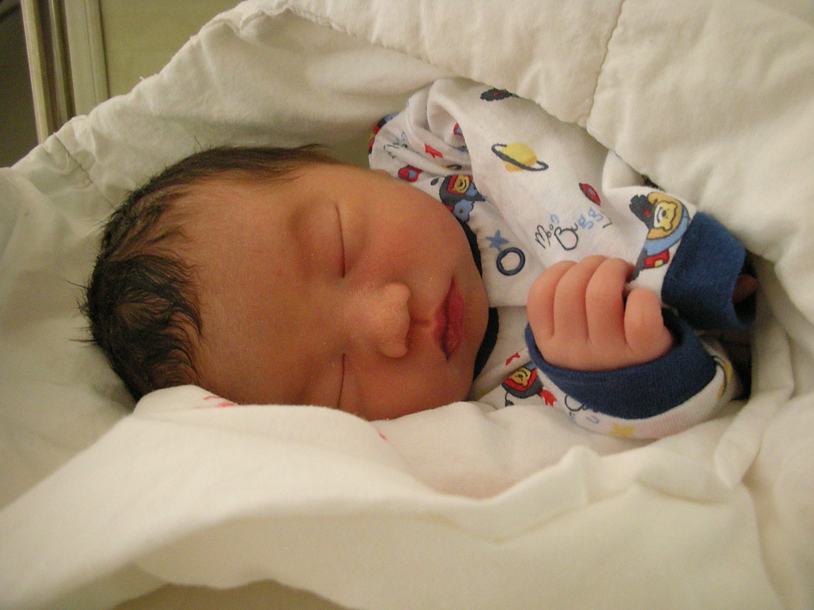 嘟嘟的嘟嘴巴;; 出生五天的洗澡照片和今天照片对比图!; 宝宝照片;