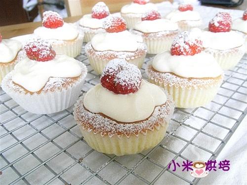 草莓纸杯蛋糕 (含做一般纸杯蛋糕步骤图)