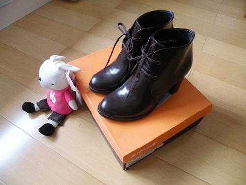 这双鞋子很帅气!
