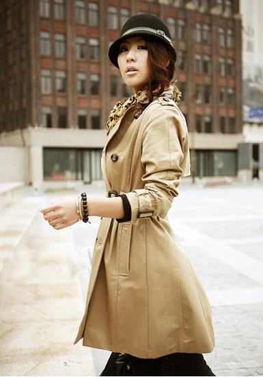 金棕色百褶裙搭配