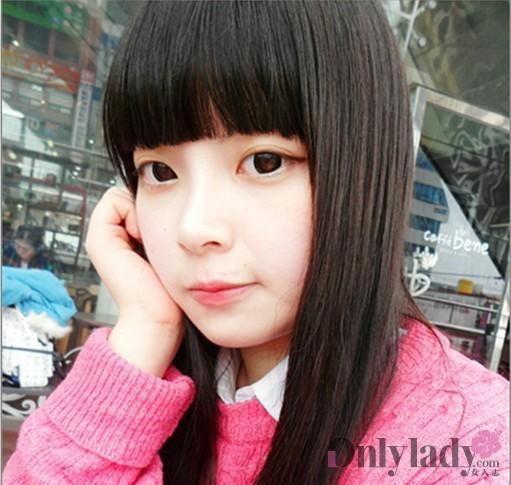 可爱的娃娃脸女生
