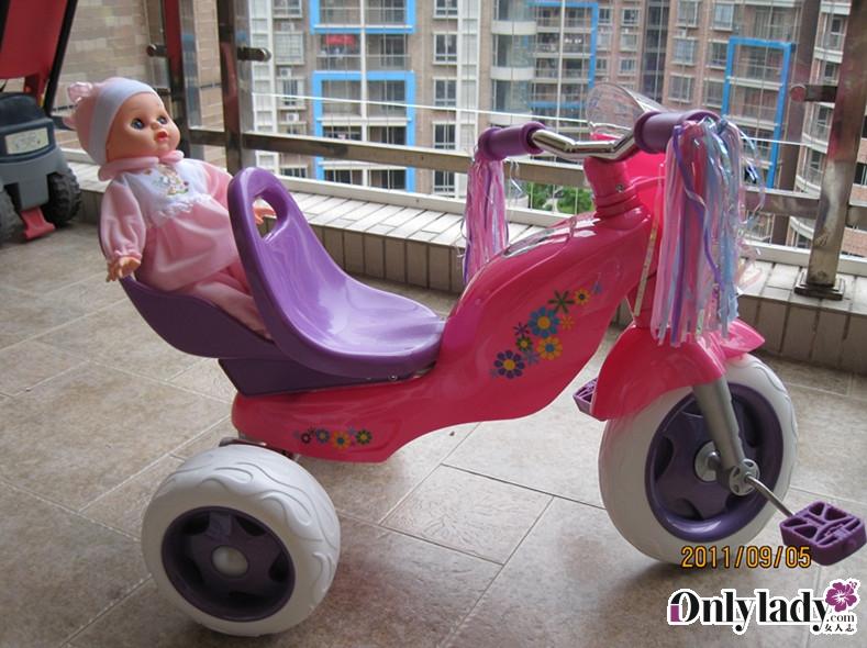 三轮车,还有超嗲的甲壳虫+芭比娃娃~~~可爱死了